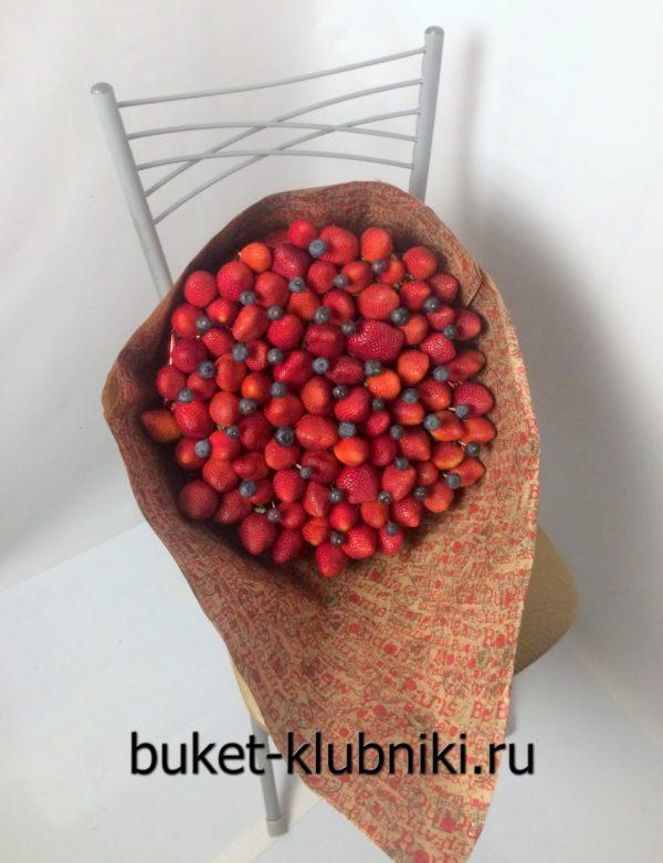 Большие букеты из клубники и ягод
