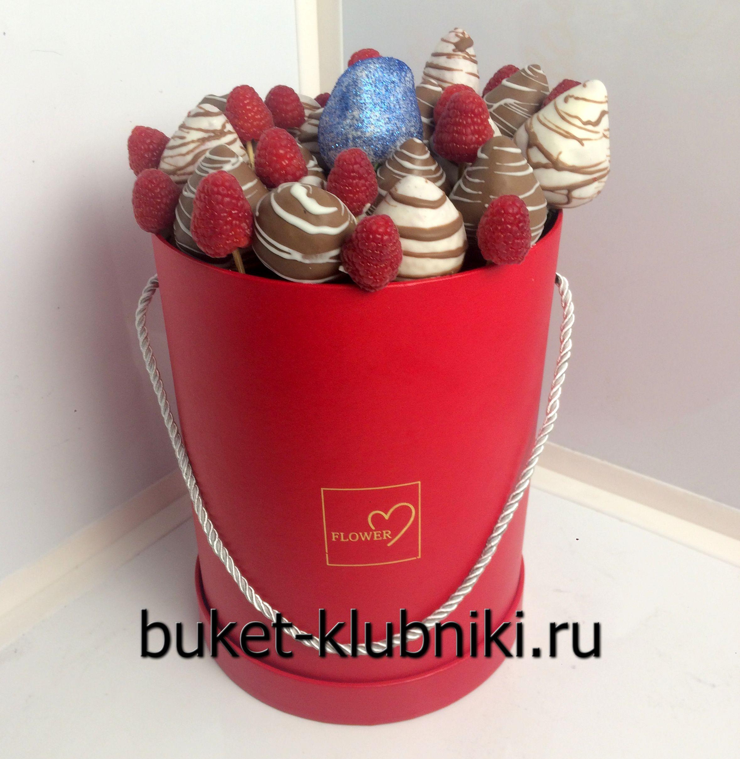 Шляпные коробки с клубникой в шоколаде