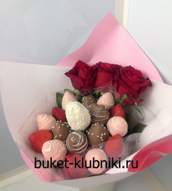 Букет из клубники в шоколаде с красными розами