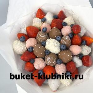Букет из клубники в шоколаде и голубики